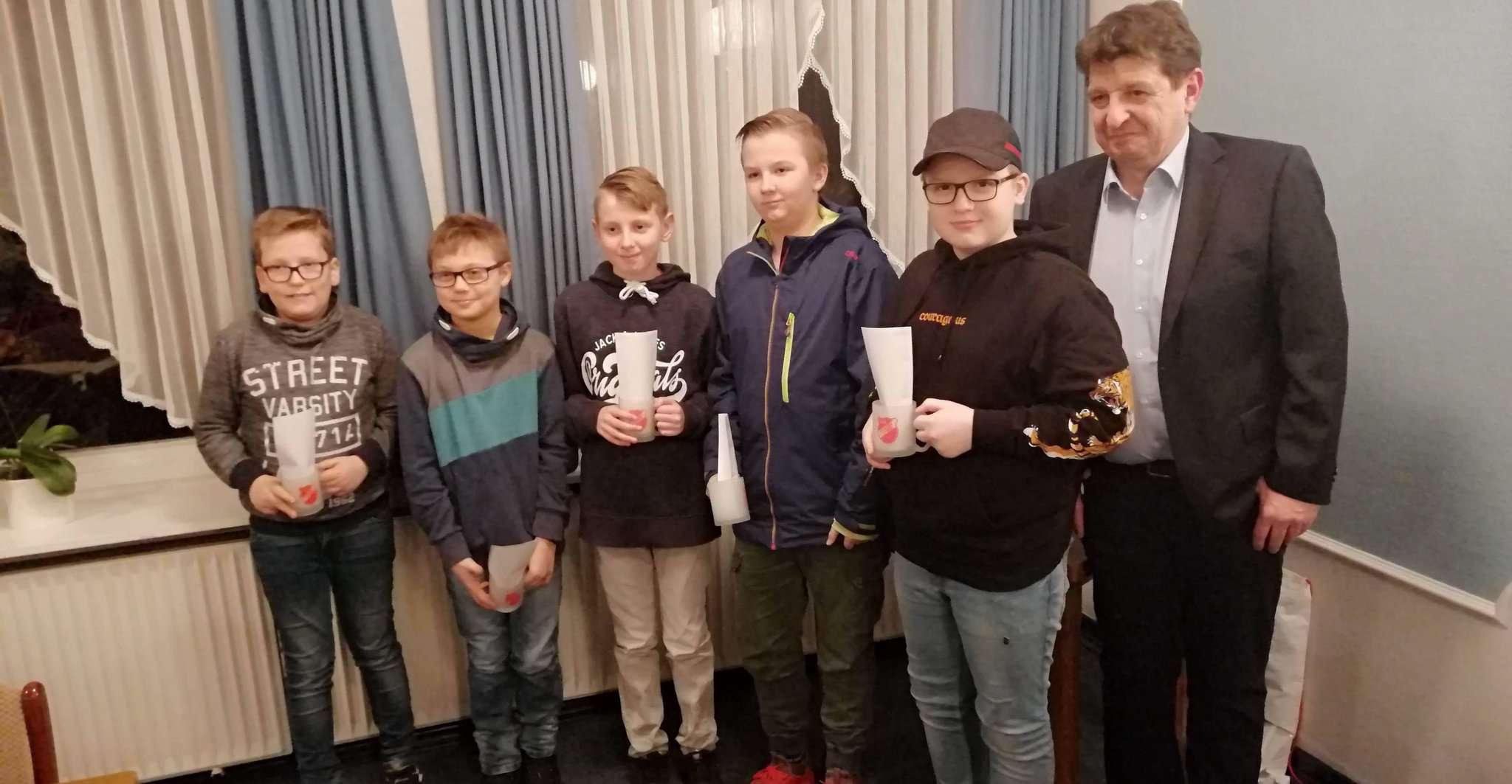 Einige der erfolgreichen Nachwuchs-Sportler des Tus Fintel erhielten eine Auszeichnung für ihre Leistung.